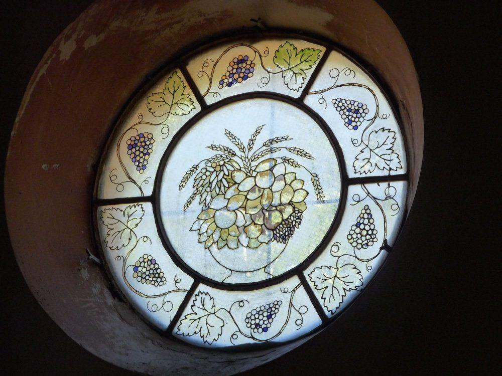 le-vitrail-de-la-chapelle-de-nd-de-la-hillere