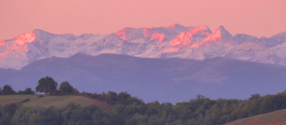 Pyrénées au soleil levant à Montmaurin